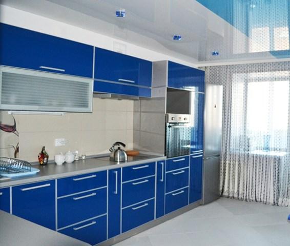 заказать натяжной потолок на кухню в дом
